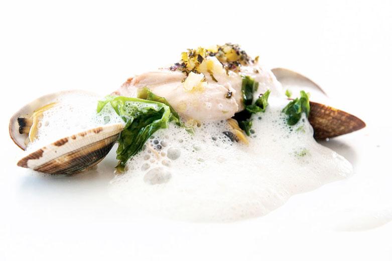 Spigola, Royal di frutti di mare, alghe e limone
